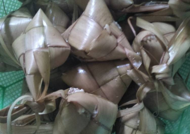 Resep: Lepet (mambiukuk pulut=BHS tidung)