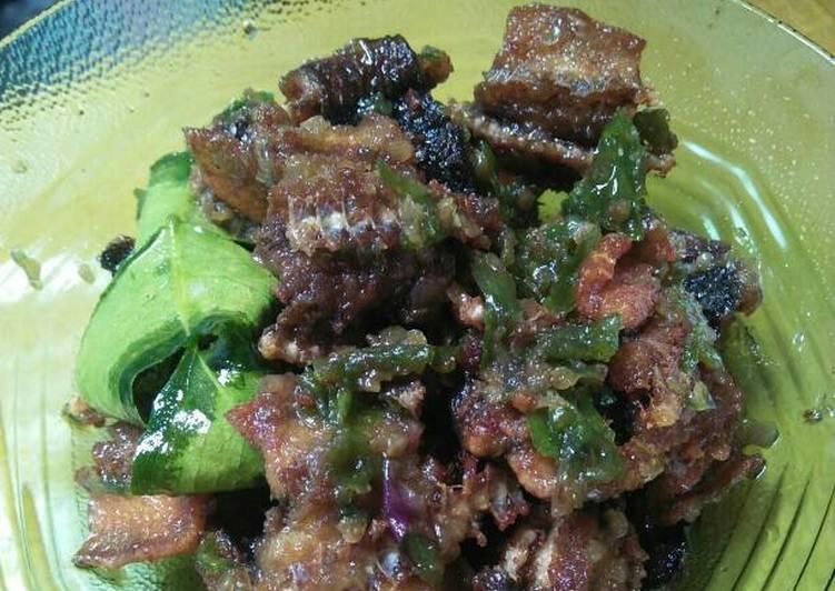 Cara memasak Belut mercon nyooii😂 lezat