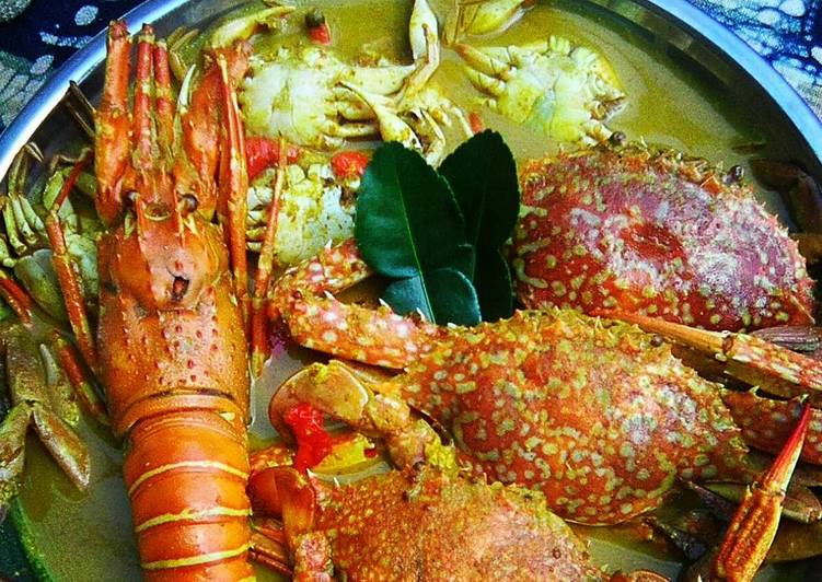 Lobster dan rajungan masak kare
