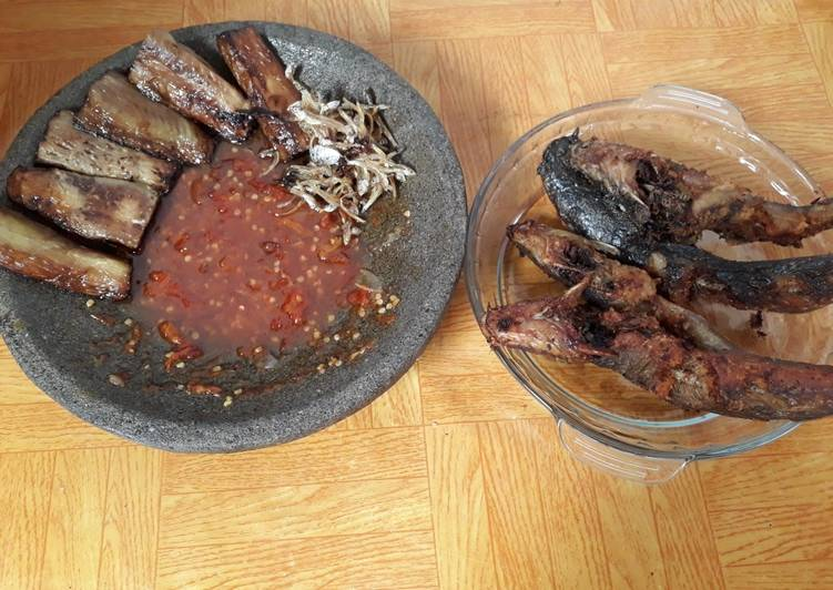 Resep: Ikan lele goreng sambel pedes dan terong goreng +teri