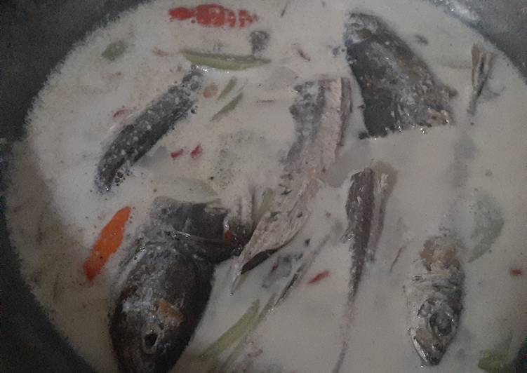 Resep: Kothok ikan asap tomat hijau istimewa