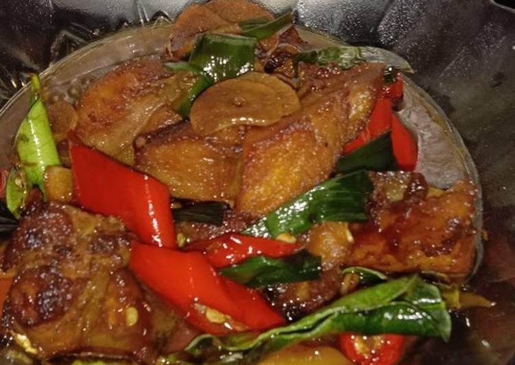 Resep memasak Ikan asap masak kecap