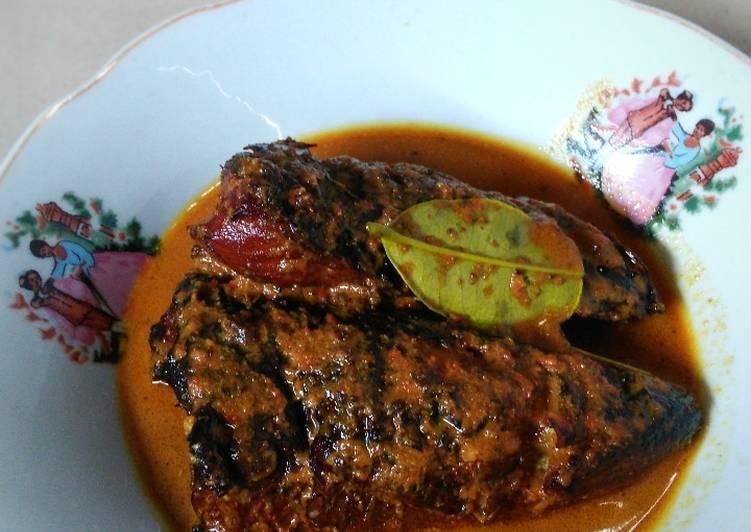 Resep: Gabus asap bumbu kluwek masakan ibu enak