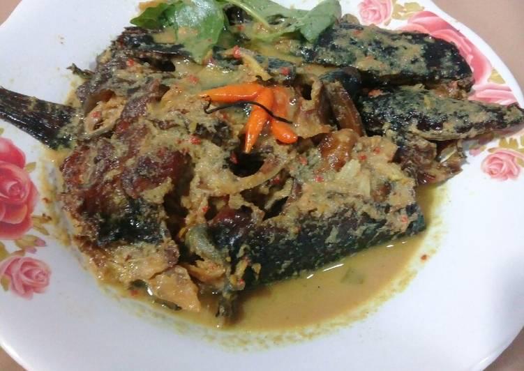 Resep: Gulai ikan salai (ikan asap)
