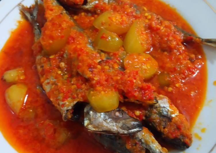 Cara mengolah Ikan cue sambal belimbing