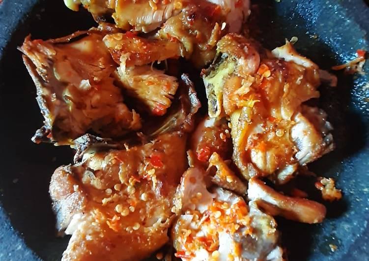 Resep mengolah Ayam geprek sambal bawang lezat