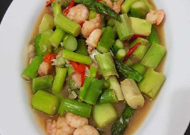Resep membuat Asparagus udang saus tiram