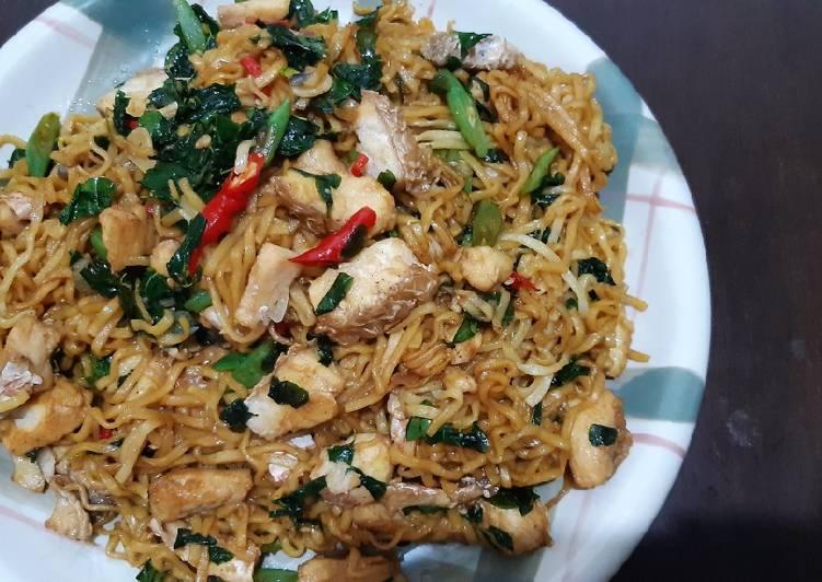Cara membuat Mie goreng seafood daun kelor lezat