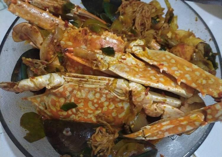 Resep: Seafood kuah pedas (rajungan, kerang, jamur dan baso ikan)