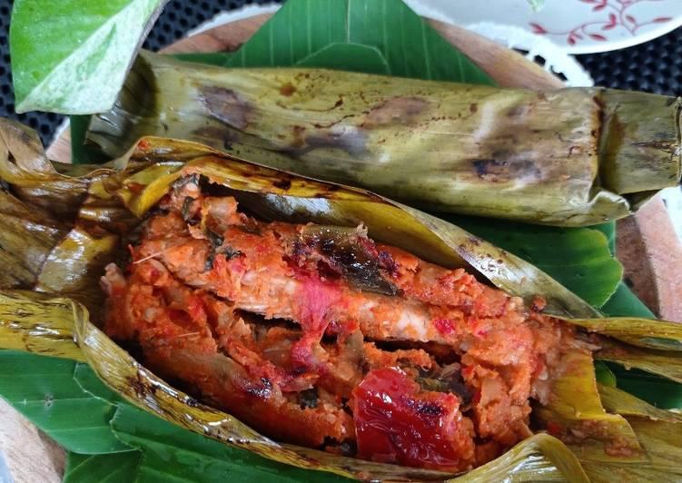 Resep: Brengkes Pindang Tongkol (pepes pindang Tongkol) enak