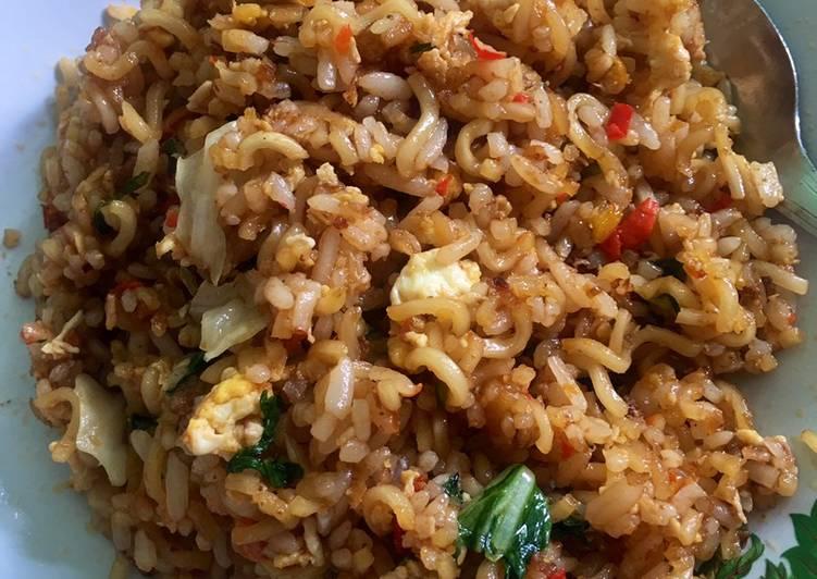 Cara mengolah Nasi mawud super pedas (nasi mawud mie instan) lezat