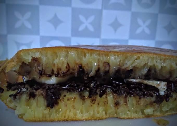 Resep Martabak manis teflon anti gagal dan bersarang takaran sendok