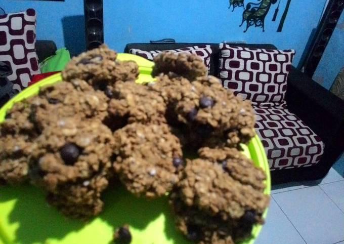 Resep: Oatmeal choco chips cookies,super quick dan menyehatkan