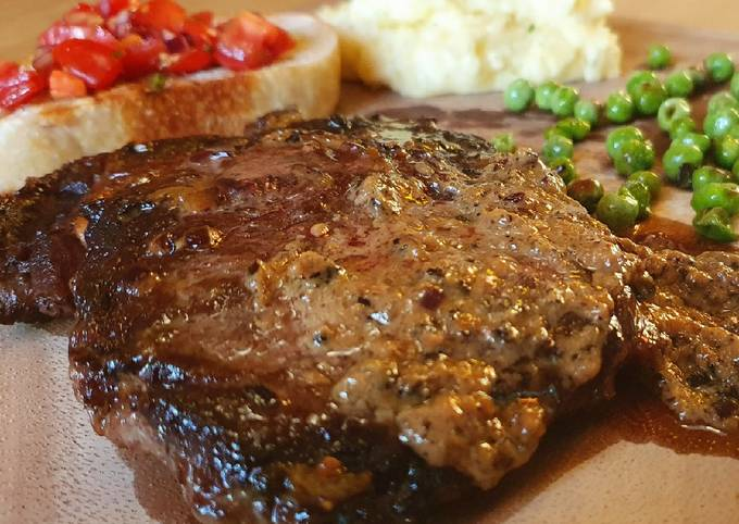 Resep Rib-Eye Steak with creamy black pepper sauce and Mashed potato