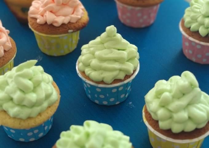Resep Vanilla Cupcake with Vanilla Buttercream Frosting (super simple)