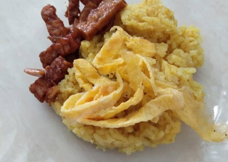 Cara Mudah mengolah Nasi kuning magic com super praktis no bumbu uleg sedap