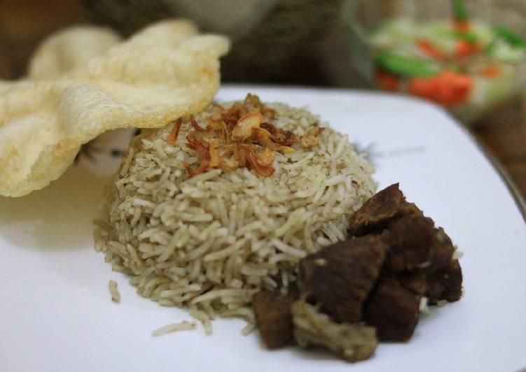 Cara memasak Nasi Kebuli Praktis yang bikin ketagihan