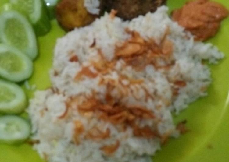 Resep mengolah Nasi uduk betawi yang bikin ketagihan