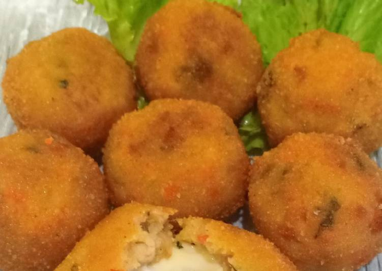 Resep membuat Kroket ayam keju (biiterballen)