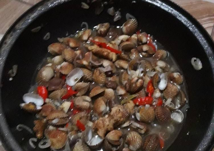 Cara memasak Pindang serani kerang ala wong pesisir yang bikin ketagihan