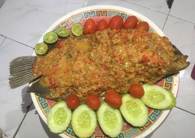 Resep: Pecak Ikan Gurame Bumbu Kacang yang bikin ketagihan