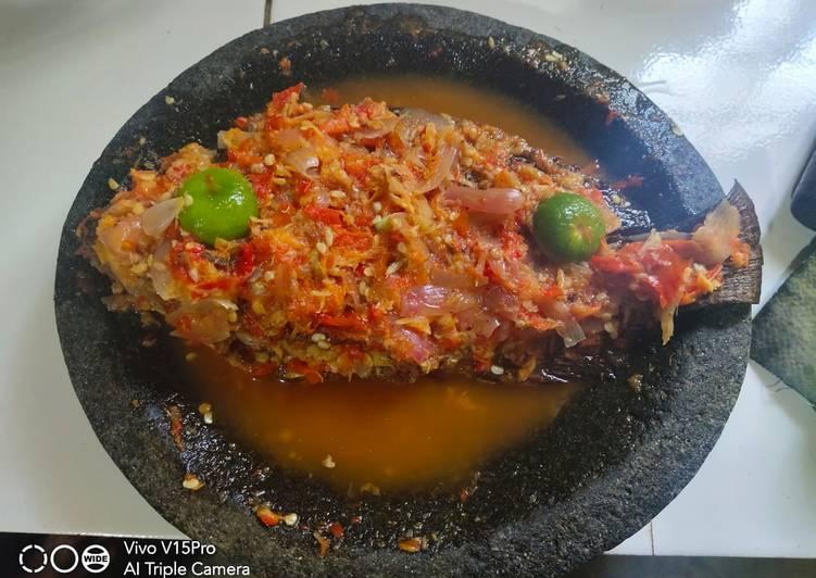 Cara membuat Ikan goreng sambal pecak betawi yang menggugah selera