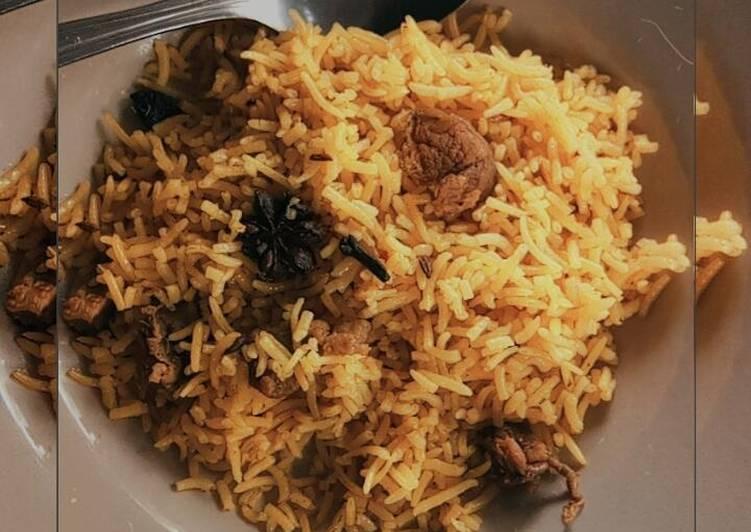 Resep: Nasi kebuli dengan daging kambing lezat