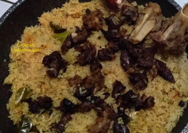Cara memasak Nasi kebuli kambing no ribet yang bikin ketagihan