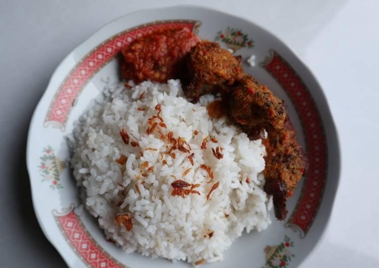 Resep: Nasi uduk rice cooker yang bikin ketagihan