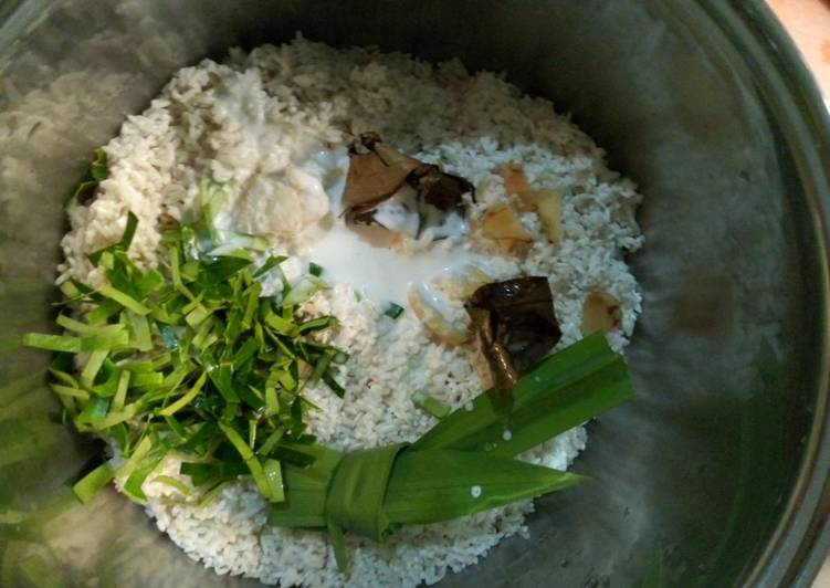 Resep: Nasi Uduk Rice Cooker Easy & Fast yang bikin ketagihan