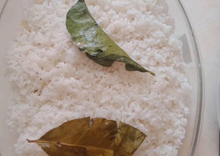 Nasi uduk (nasi gurih)