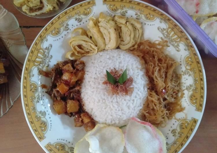 Cara Mudah mengolah Nasi uduk rice cooker yang menggugah selera