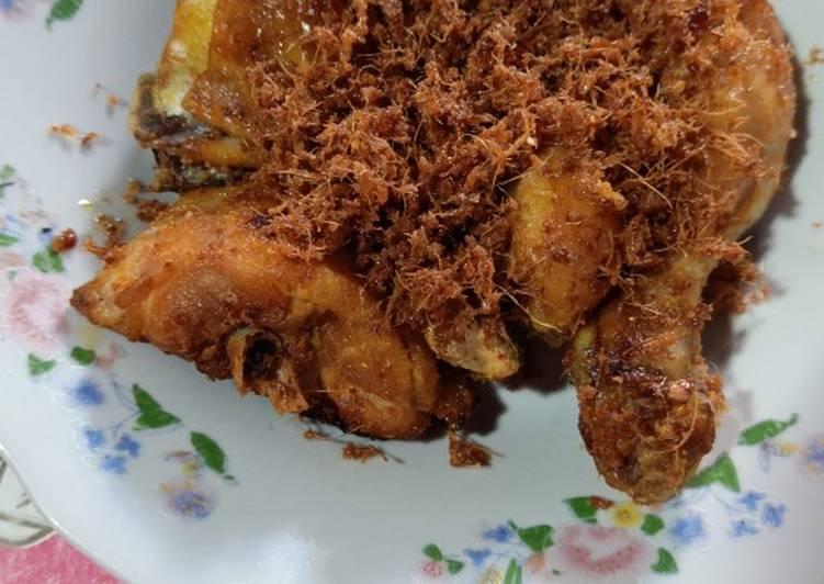Ayam serundeng laos
