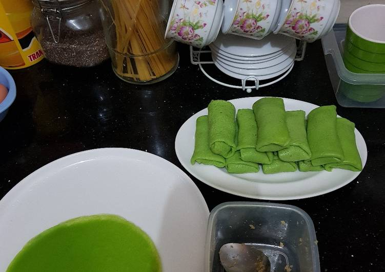 Kue Dadar Gulung Pandan Suji