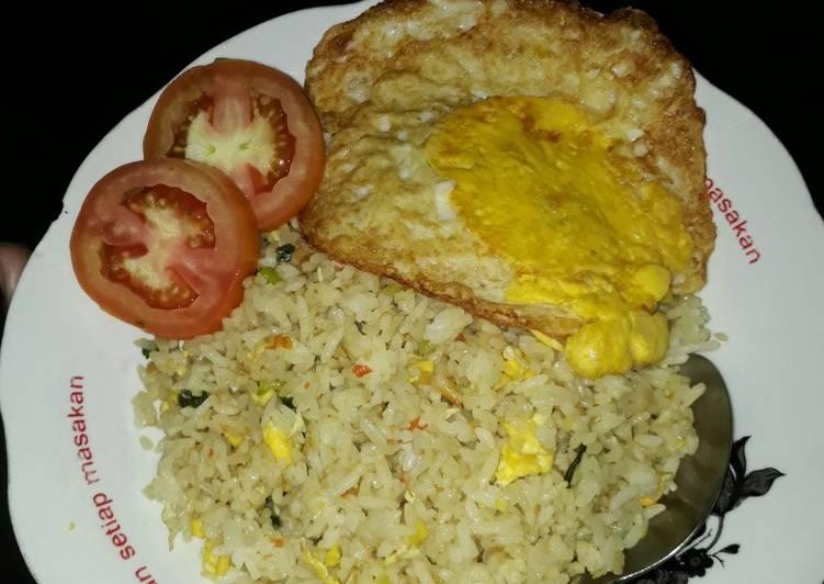 Cara Mudah memasak Nasi goreng gila ala resto
