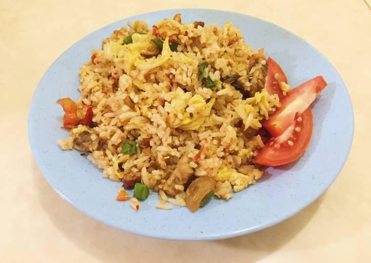 Cara Mudah membuat Nasi goreng gila yang menggugah selera