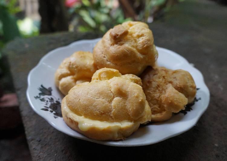 18. Kue Sus/Cream Puffs/Choux