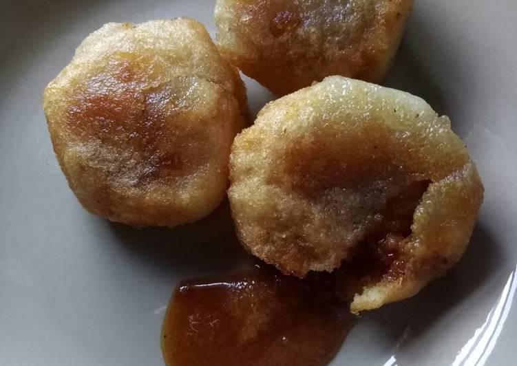 Resep: Jemblem singkong/ misro isi gula merah meleleh lumer.😋😋 enak