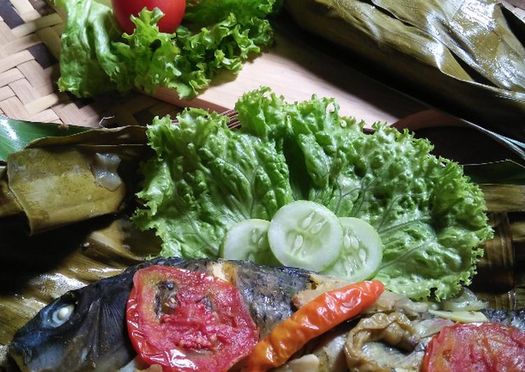 Cara Mudah membuat *ikan mas pepes bumbu iris khas Sunda*