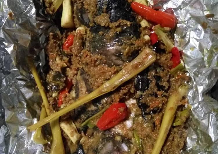 Cara memasak Pepes ikan Mas bumbu sederhana sedap