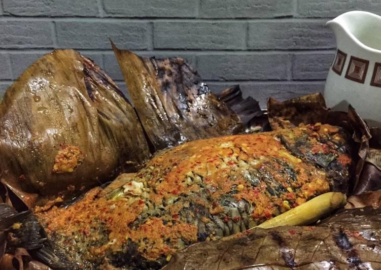 Cara memasak Pepes ikan mas