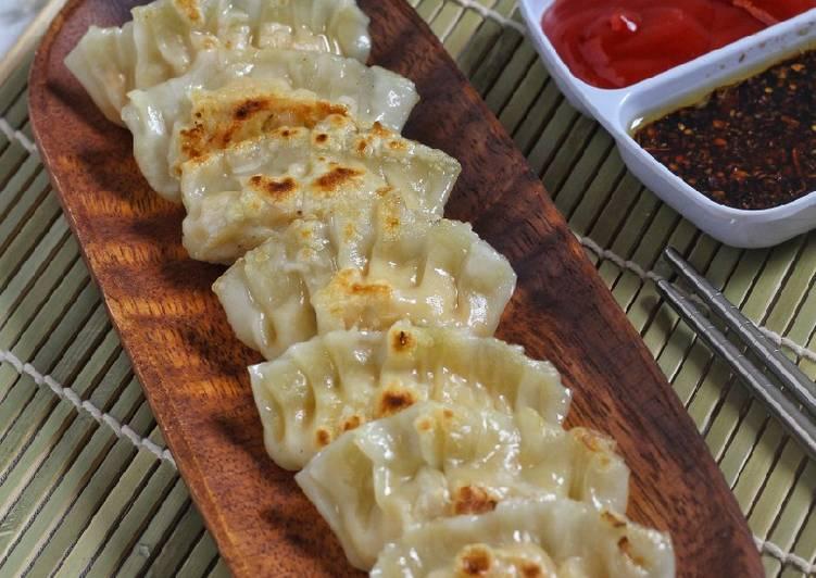 Jiaozi (Pot Stickers Chinese Dumpling)