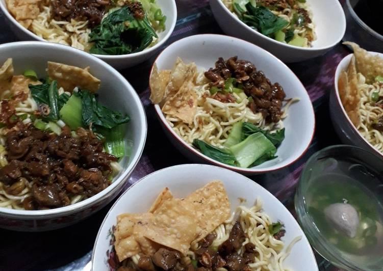Resep: Mie ayam bakso pangsit gerobak yang menggugah selera