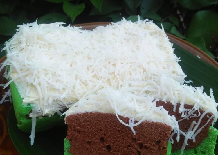 Resep: Brownis kukus coklat pandan yang bikin ketagihan