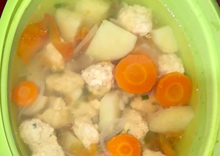 Cara memasak Sop Bakso Udang Kentang ala resto
