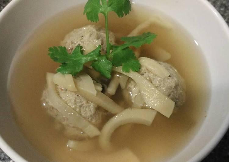 Sup bakso seafood dan rebung
