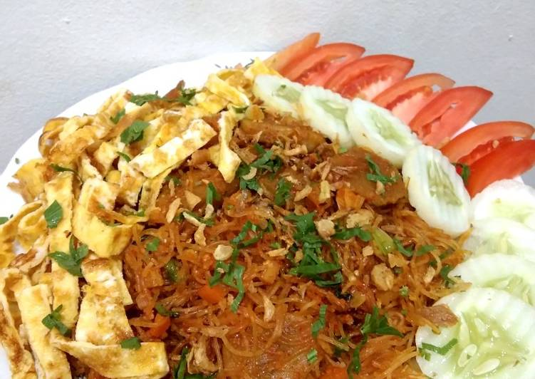 Resep: Bihun goreng toping bakso+telur dadar yang bikin ketagihan
