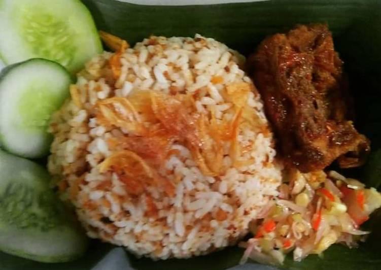 Cara memasak Nasi tutug oncom dengan sambal matah dan iga goreng yang bikin ketagihan