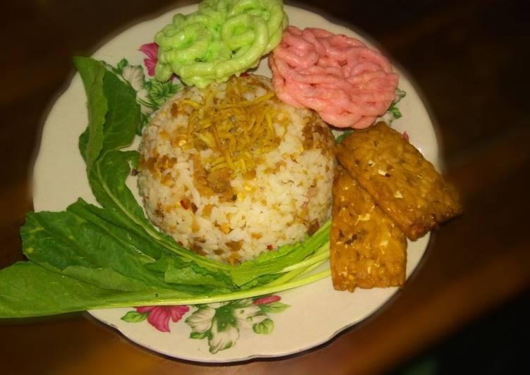 Cara Mudah membuat Nasi tutug oncom teri sedap