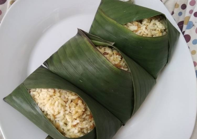 Cara memasak Nasi tutug oncom yang bikin ketagihan